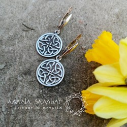 Women's Celtic jewelry