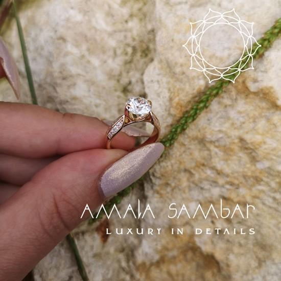 3.5 gram wedding ring (with zircons)