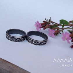 Exclusive patinated wedding rings